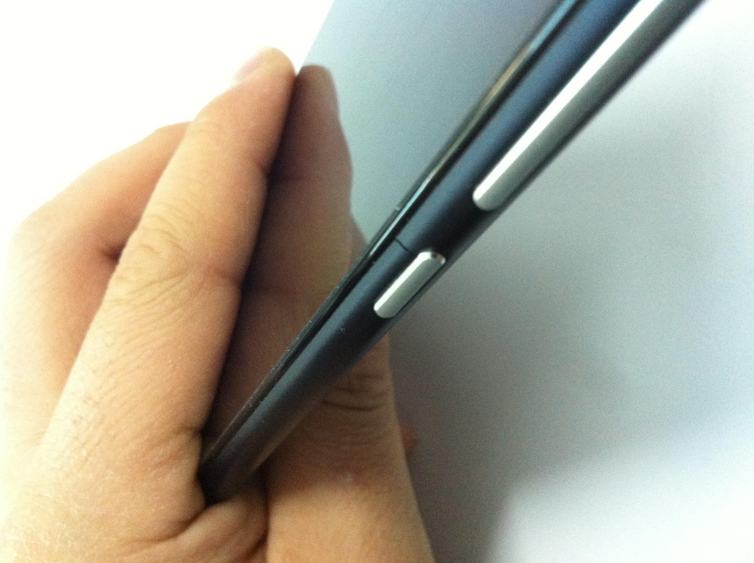 小米3手机后壳电源按键边缘自然裂开