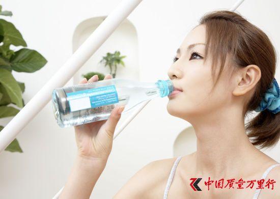 不洗饮水机爱喝瓶装水 10个喝水习惯或让你短寿
