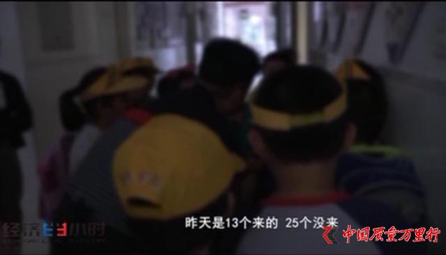 """""""毒跑道""""竟是工业废料 窝点离北京不到200公里"""