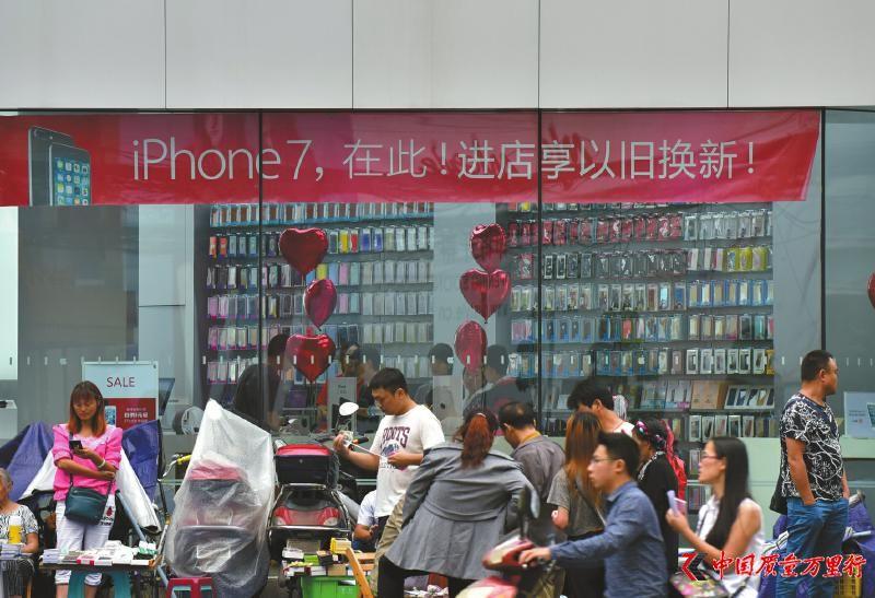 iPhone 7plus成都最高炒到2万4 亮黑色一机难求