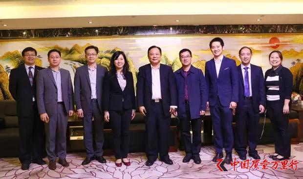 香港集友银行总裁一行访问金日赞其辉煌成就