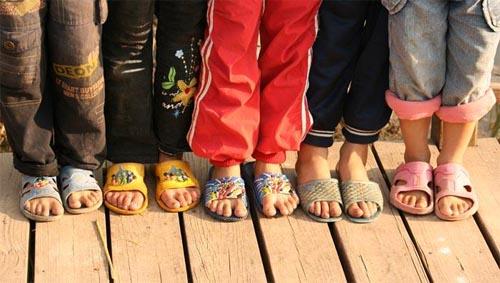 这种拖鞋大人小孩都不能穿