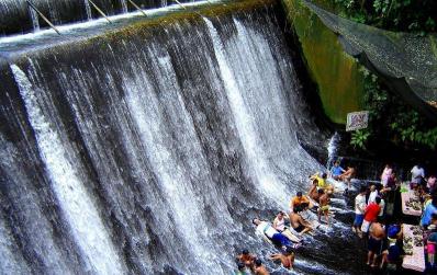 探访菲律宾瀑布餐厅