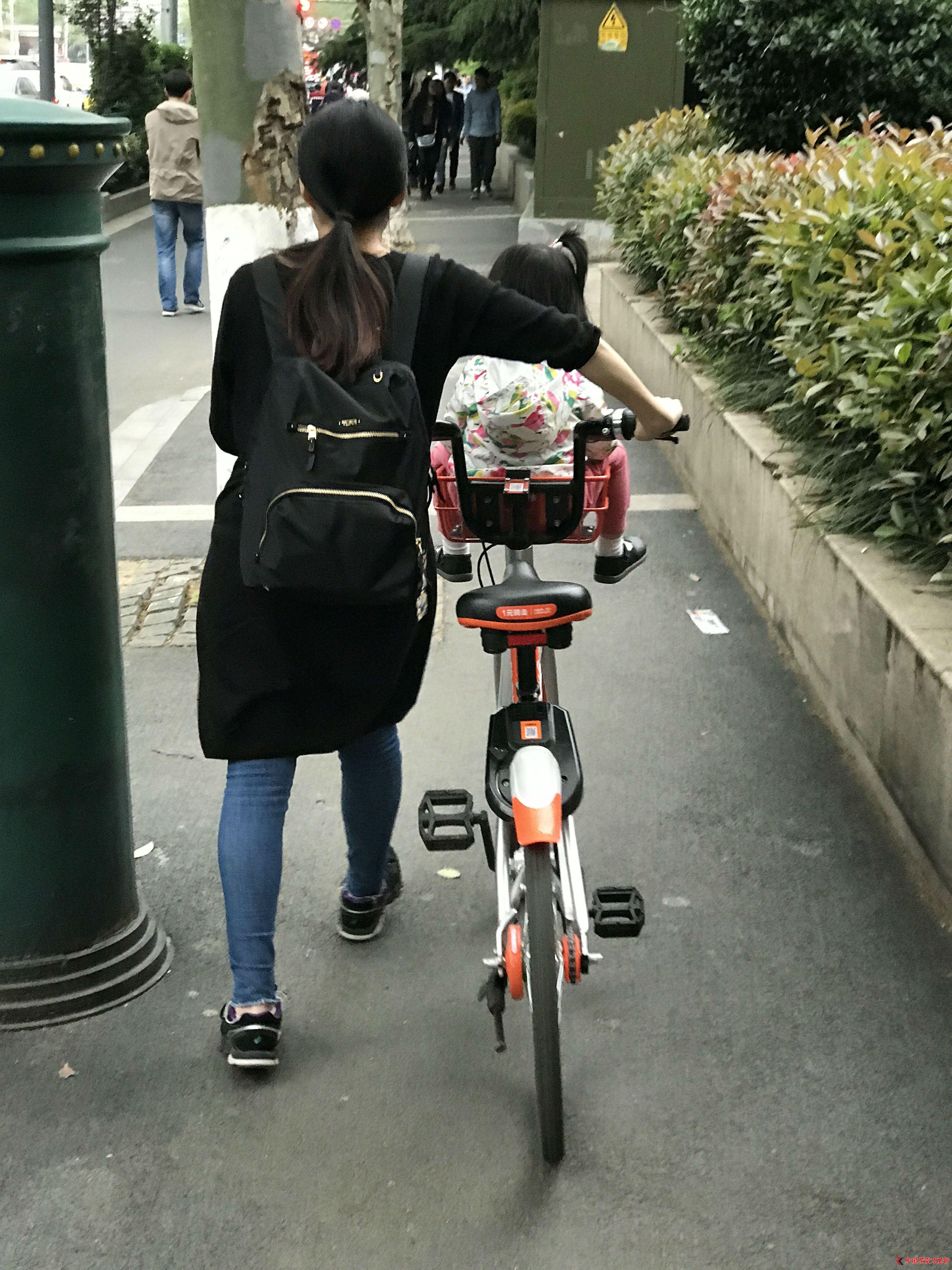 共享单车私装儿童座椅隐患多
