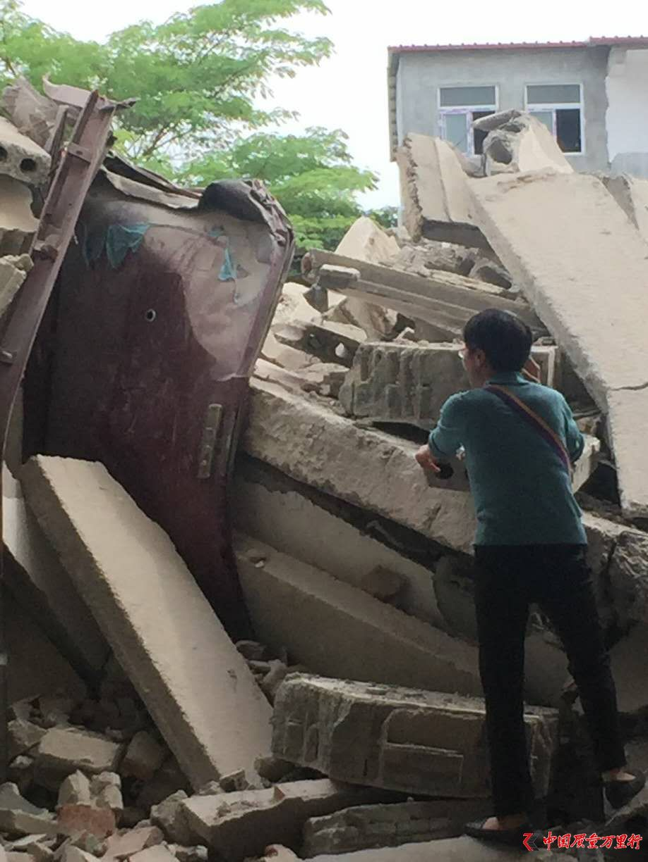 河南官员带队拆除合法民宅  回应称被带倒