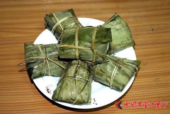 五芳斋粽子存在霉变糯米发青发黑 致多人腹泻