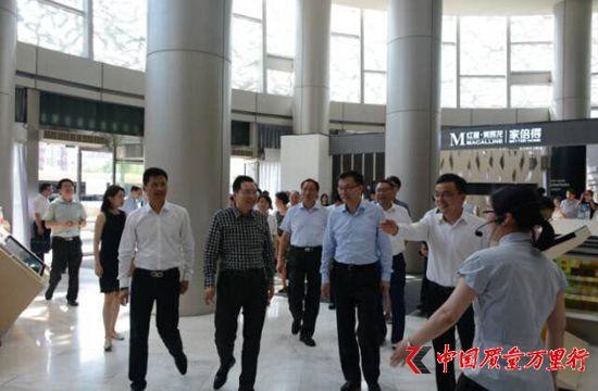 上海市常务副市长周波一行参观红星美凯龙