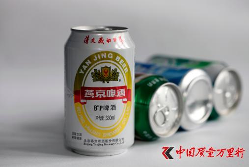 2017年7月16日,北京燕京啤酒股份有限公司生产的易拉罐装燕京啤酒(8°p啤酒)。资料图