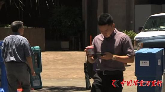 """""""低头族""""小心 在夏威夷过马路看手机要罚款"""