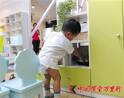 儿童家具如果出现结构不合格的问题,会使儿童很容易在使用过程中受到不可预见的伤害。 新京报记者 王远征 摄