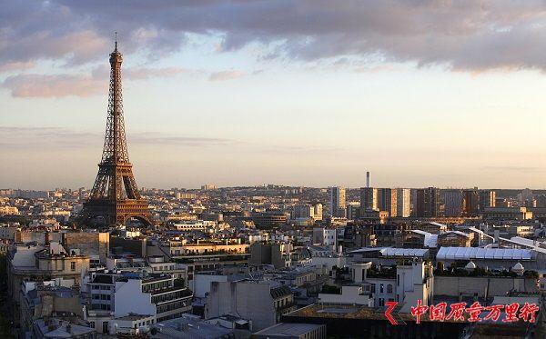 中国游客操纵无人机在巴黎飞行被拘 或被罚款60万元