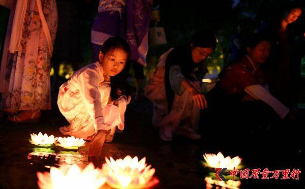中元节即将到来 盘点中国10条最适合放河灯的河流
