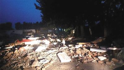 昨日下午,记者探访发现,涉案清洗服务企业厂房被拆除。实习生 刘名洋 摄