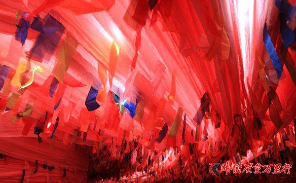走近经幡塔,感受震撼心灵的浩荡红色