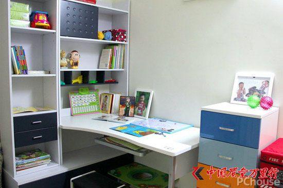 见缝插针 1平米角落设置多功能书桌
