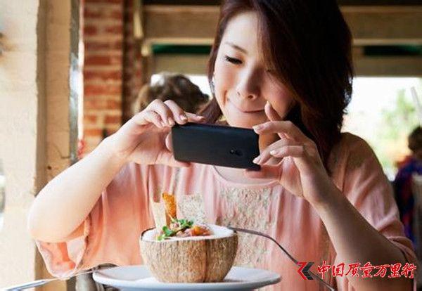 美国最新研究:吃前先拍照 食物更美味