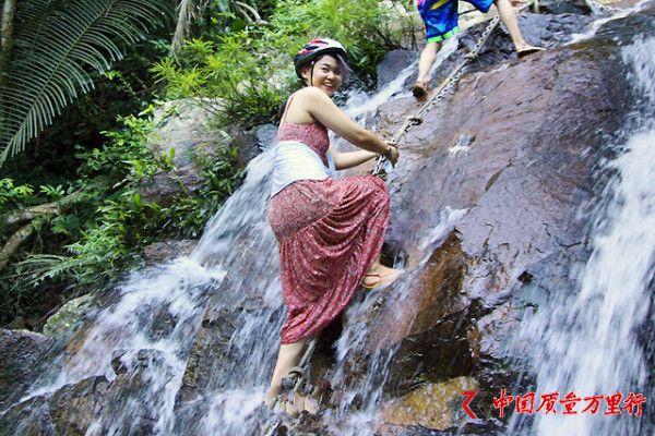 攀岩踏瀑 神秘梦幻的海南呀诺达热带雨林这样玩才刺激!