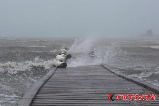 """飓风""""艾尔玛""""侵袭加勒比海岛:7人死 岛屿变废墟"""