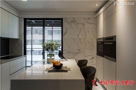 以线条和材质创造层次 描绘自然质朴的大宅场域