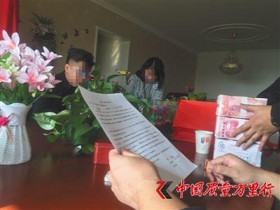 昨日,北文雅轩公司退还孙林(化名)30万余元购钱币款。