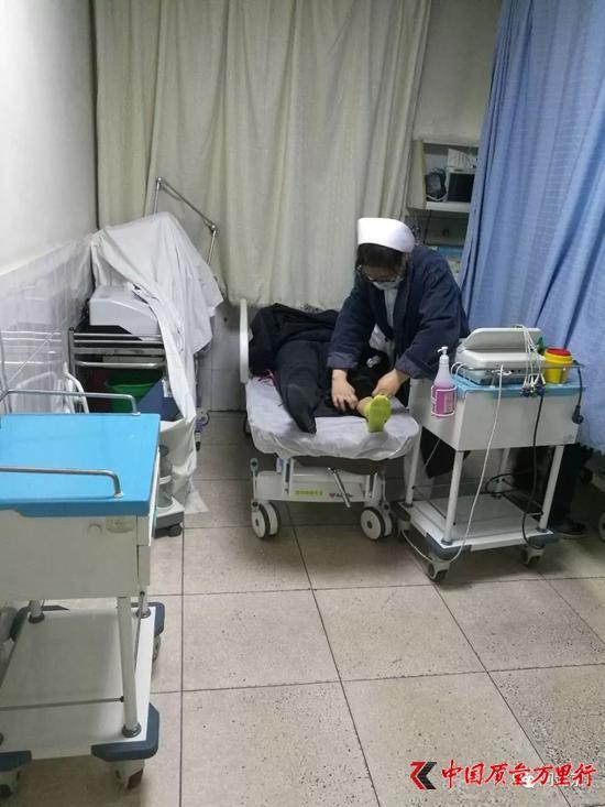 韩女士等人在医院接受治疗/受访者提供