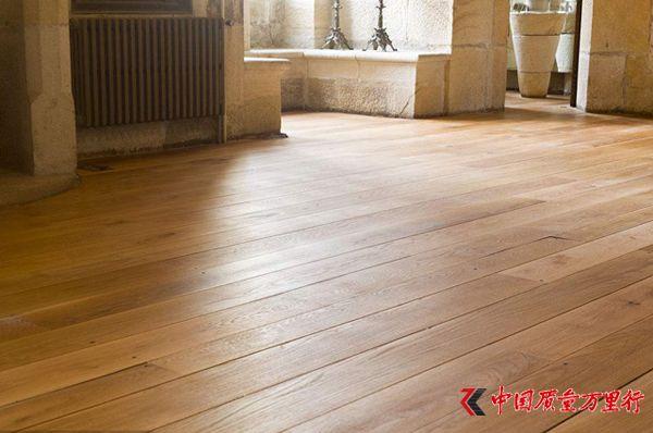 木材资源紧缺 地板价格受冲击