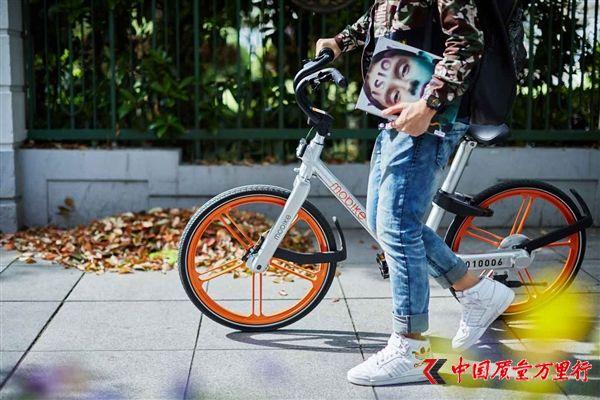 """深圳一市民锯锁欲""""私享""""共享单车 被判刑6个月"""