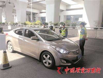 佛山交警今年全面启动网约车执法行动。广州日报全媒体记者李传智摄