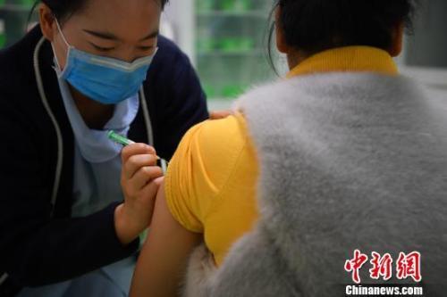 资料图:云南首批四价宫颈癌疫苗接种现场。刘冉阳 摄