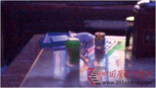小米3弱光条件下拍出的照片(充满噪点)