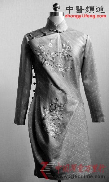 两会女代表着旗袍亮相被叫停