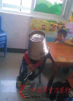 网友在颜某QQ空间发现的虐童照片