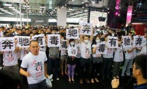 消费者频频闹场 奔驰中国应对无招