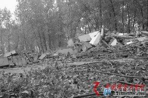 安徽固镇县 村民称房子被拆无奈住进窝棚