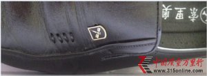 """好乐买上购到""""混搭""""皮鞋 消费者维权三个月未果"""