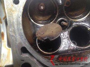 进口大众途锐发动机发生汽缸破洞 跑偏严重