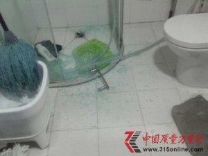 澳斯曼淋浴房自爆  商家称有自爆率需自费维修