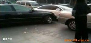 丰田车怒撞嚣张挡路奥迪