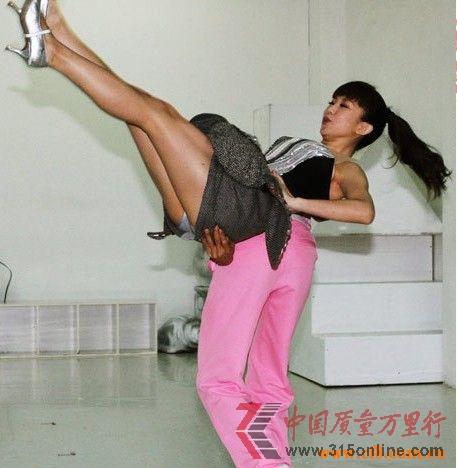 郭书瑶舞蹈教学视频_郭书瑶卖力走光 摇完上半身再摇下半身(图)