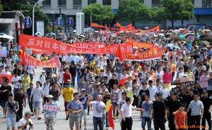 中国多地举行反日游行 防暴警察出动