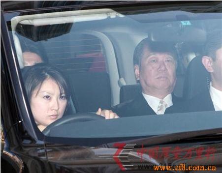 日本政治混乱 大搞美女选举