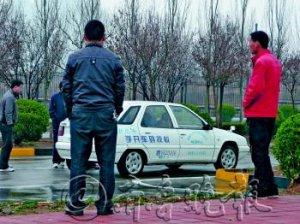 济南驾校歧视大龄女学员 40岁以上拒报名